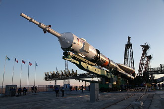 Soyuz MS-03 erection
