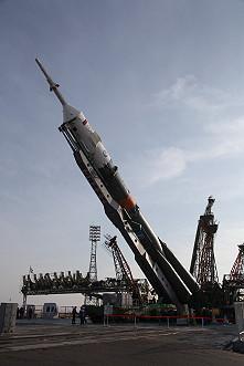 Soyuz MS-08 erection