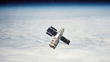 Salyut 7 as seen from Soyuz T-13 on approach